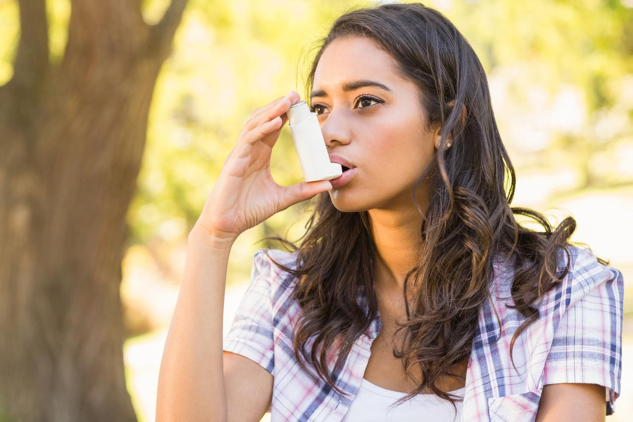 Woman using Inhaler - Fresh Therapeutics promotes Asthma Week